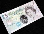 Британцы сделали пластиковую банкноту