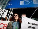 Франция требует остановить переговоры ЕС с США о свободной торговле