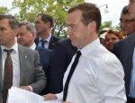 Медведев рассказал, что будет с ценами в Крыму при построенном Керченском м