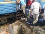 """Украинцы рассказали об """"антигуманных"""" поездах Киева: вагоны берем штурмом"""