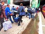 Детей везут в чемоданах: В ЕС поведали, как украинцы покидают нищую родину